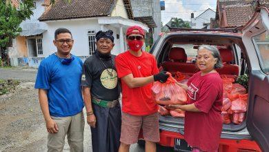 Photo of Komunitas Kreatif Malang Salurkan Donasi #BerbagiKotakan untuk Covid19