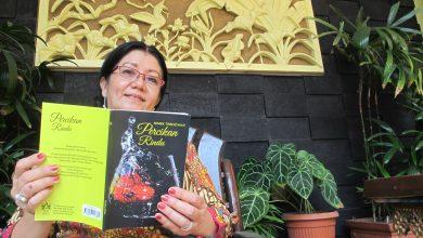 Photo of Niniek Trisnowati,  Bukukan Karya Puisinya Pada 50 Buku, Dalam Tiga Tahun Terakhir