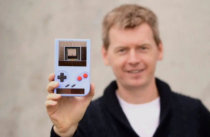 Engage, Game Boy Tanpa Baterai (Foto via coolsten.de)
