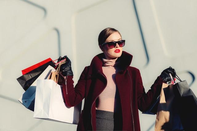 Dalam keadaan resesi seperti ini, masyarakat kelas menengah ke atas harap tidak pelit berbelanja (Photo by freestocks on Unsplash)