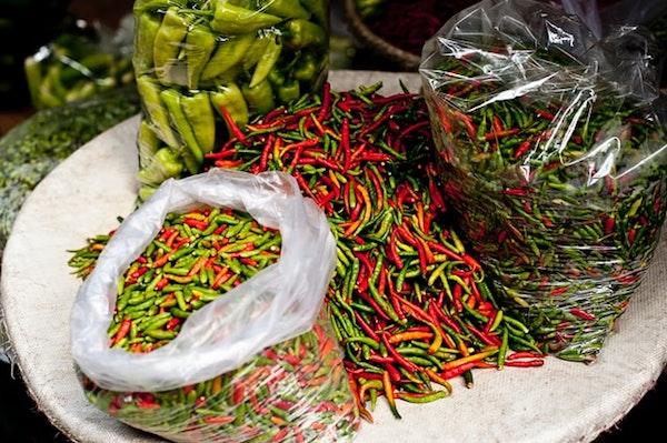 Pelaku Industri Kuliner pedas terkena imbas kenaikan cabai (Photo by v2osk on Unsplash)